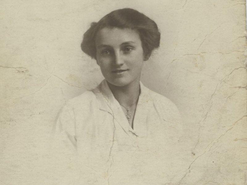 Gwen as young woman